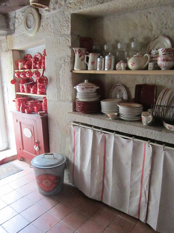 Rideaux cuisine rouge top finel rideaux voilages brods for Petite cuisine campagne chic
