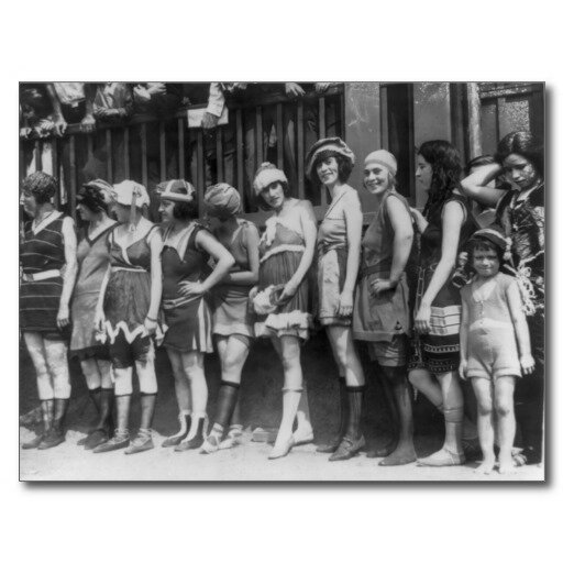 les femmes pendant les annes 1920 essay Elle est célèbre pour l'écriture dans les années 1920 de le rôle de la femme pendant la guerre [8] en 1926, elle part pour l' arménie soviétique  elle revient en france et écrit son prométhée déchaîné qu'elle publie à marseille en 1928.