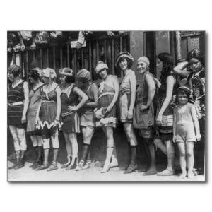 belles_femmes_et_une_petite_fille_mignonne_1920_carte_postale