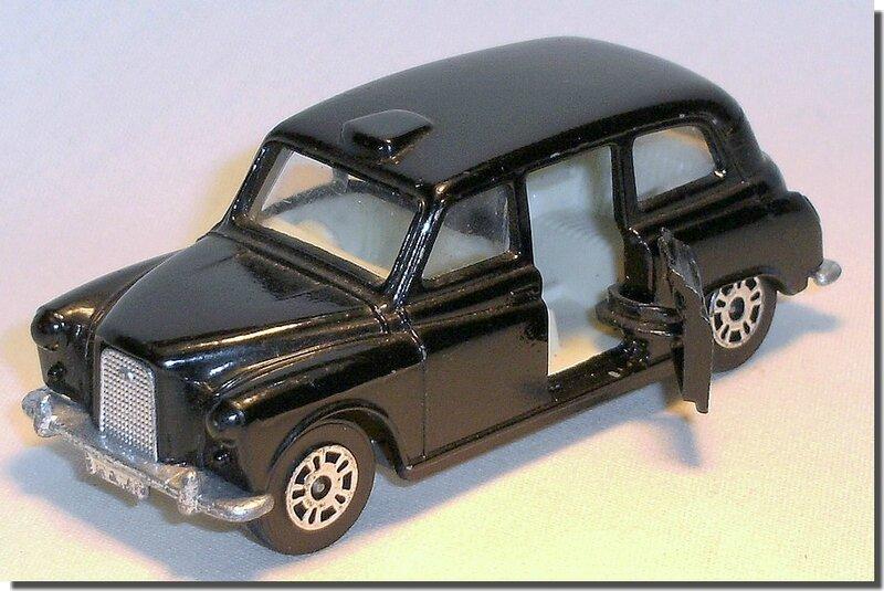 Corgi London Taxi Austin C 06