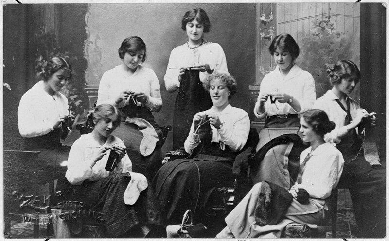 Women knitting socks for soldiers 1916