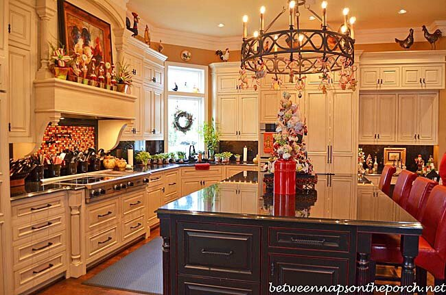 Kitchen-Decorated-for-Christmas_wmm