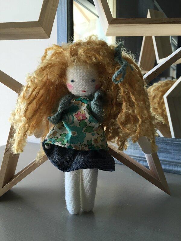 mini poupée crochet