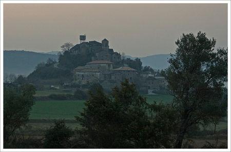 Aragon_Guara_avant_lever_soleil_village_150309