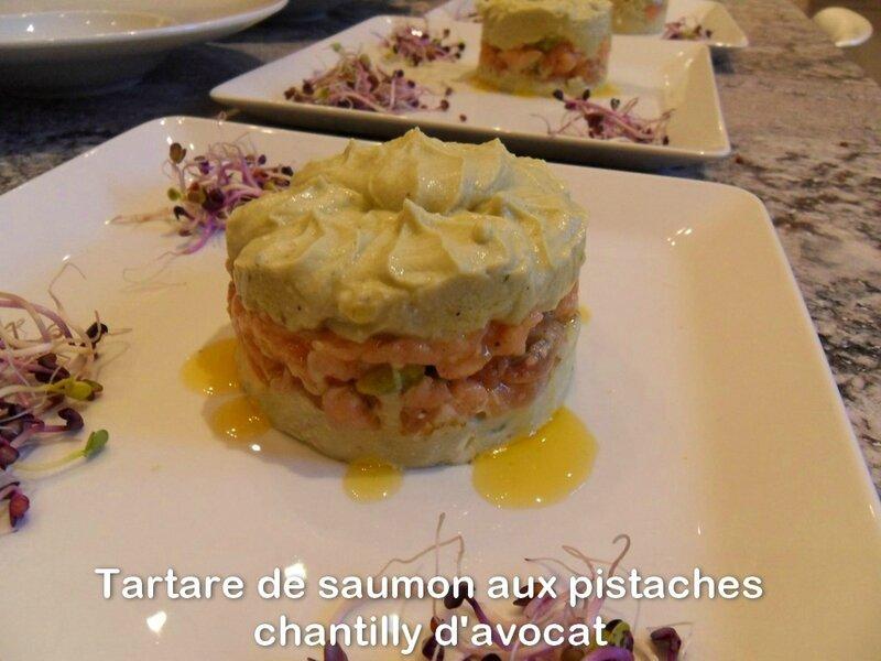 tartare de saumon aux pistaches chantilly d'avocat