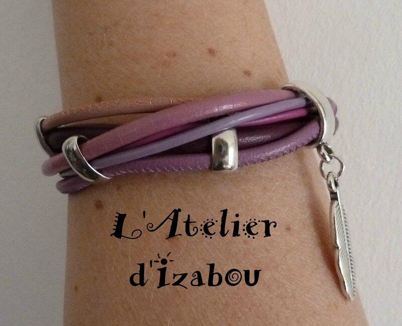 P1150279 Bracelet multirangs violet, rose, parme, vieux rose, passant métal argenté et breloque plume