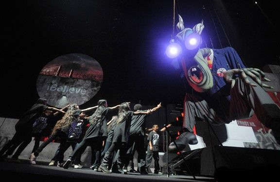 roger_waters_the_wall_live_staples_center_11_29_10_14
