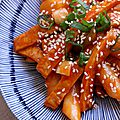 Tteokbokki (korean spicy rice cake)
