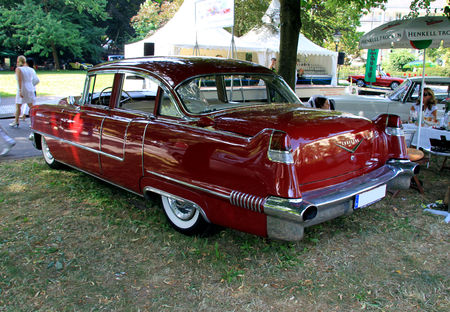 Cadillac_series_62_deVille_4door_sedan_de_1956__34_me_Internationales_Oldtimer_meeting_de_Baden_Baden__02