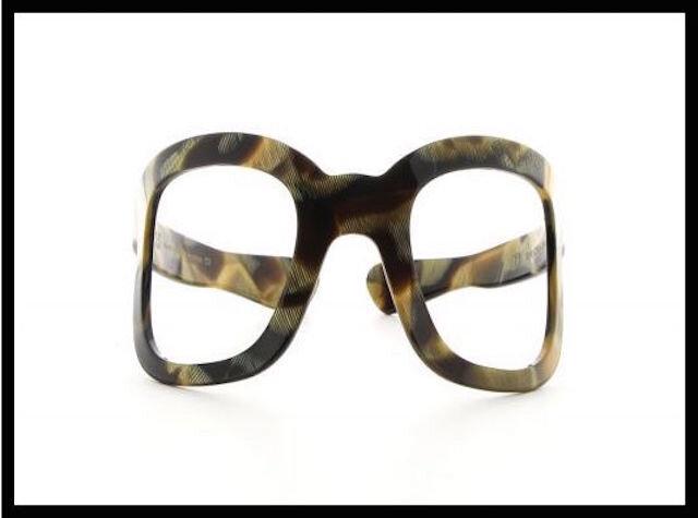 emmanuelle khanh serre tete lunettes 2