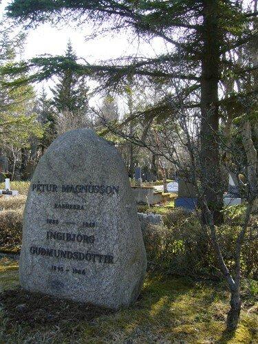 Pierre tombale islandaise (Pétur fils de Magnus et Ingibjörg fille de Gudmunds)