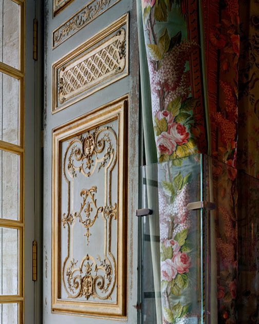 Windows drapes tassels on pinterest tassels valances for Chambre de la reine versailles