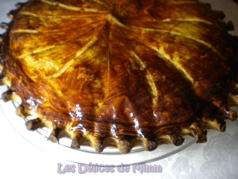 Galette des rois à la crème d'amandes et compote d'abricots secs à la tonka 3
