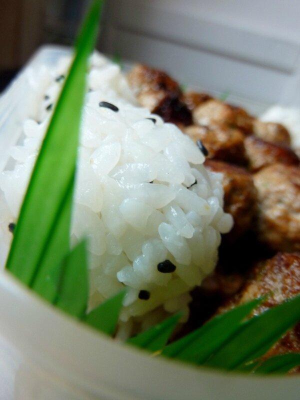 Boulettes de porc caramélisées : le Japon au bout de la brochette