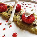 Fraises & rhubarbe, coulis rouge, olives noires, meringues et poivre