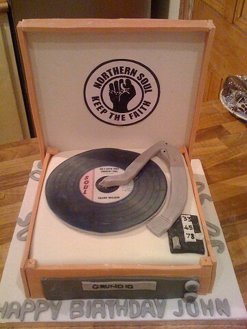 record player cake with edible record eatmyface