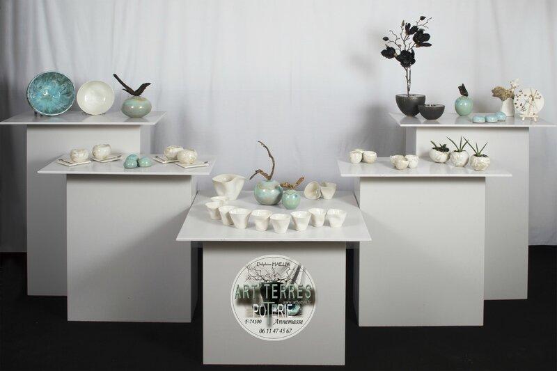 STAND porcelaines tout BLANC 30x20