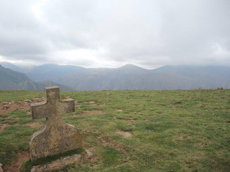 G) Biddaray, Iparla, arrivée sur le plateau herbeux, croix (64)