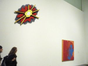 MUR Roy Lichtenstein O Wall Explosion II O 1965 et PLUS LOIN Andy Warhol O Self-Portrait O 1967