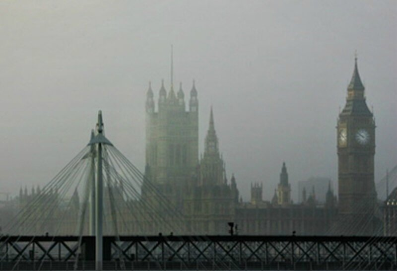 Le-brouillard-de-Londres-paralyse-Heathrow_article_popin
