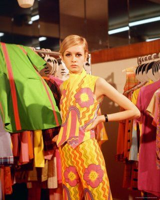 Twiggy_orange_dress