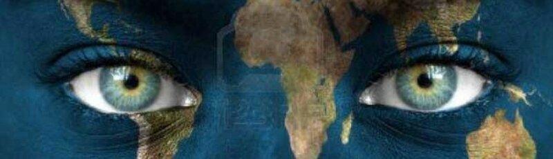 cropped-visage-humain-peint-avec-la-planete-terre1
