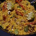 Paella terre et mer - lapin, escargots, gambas et fves