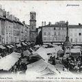 cartes-postales-photo-Place-de-la-Republique--Un-jour-de-Marche-ISSOIRE-63500-3072place de la république jour de marché