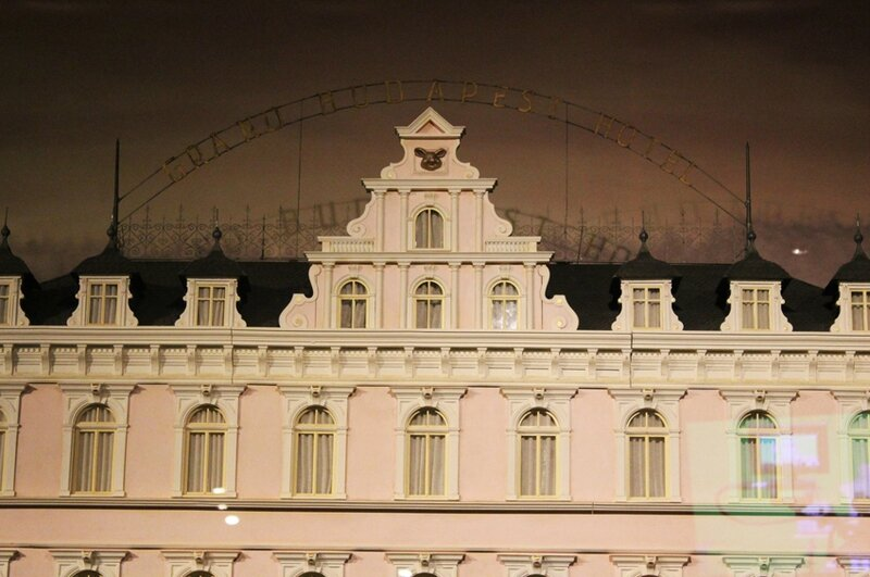 wes-anderson-follow-me-white-rabbit-alice-musee-miniature-lyon (7)