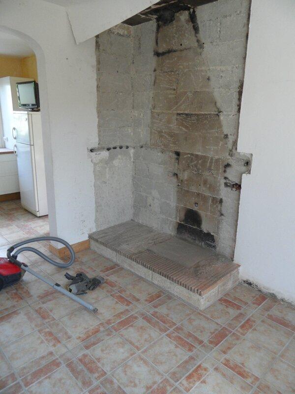 On refait la chemin e premiere partie on casse guit - Remplacer cheminee par poele ...