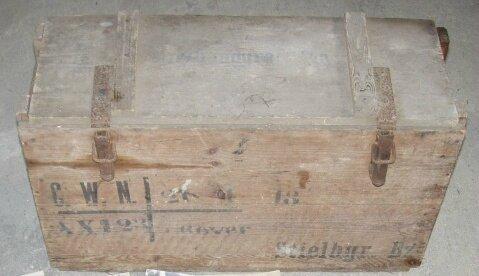 caisse de grenades à manche datée 1918