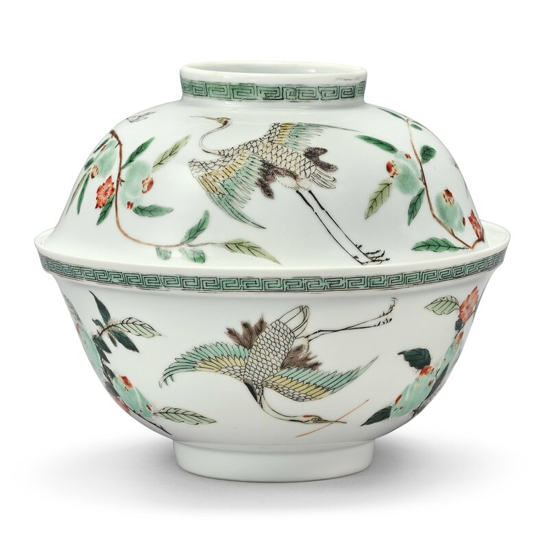 A Famille-verte 'Crane' bowl and cover, Qing dynasty, Kangxi period (1662-1722)