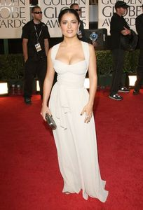 salma_hayek_arrives_at_the_66th_annual_golden_globe_awards_01_122_947lo