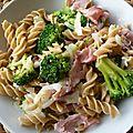 Fusillis au bacon, oignon & brocolis