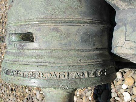 10B Dòng chữ đúc nổi ở vành chuôi súng thần công đúc năm 1661 ở BTCVCĐ Huế