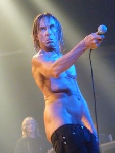 2010_04_Iggy_And_The_Stooges_084