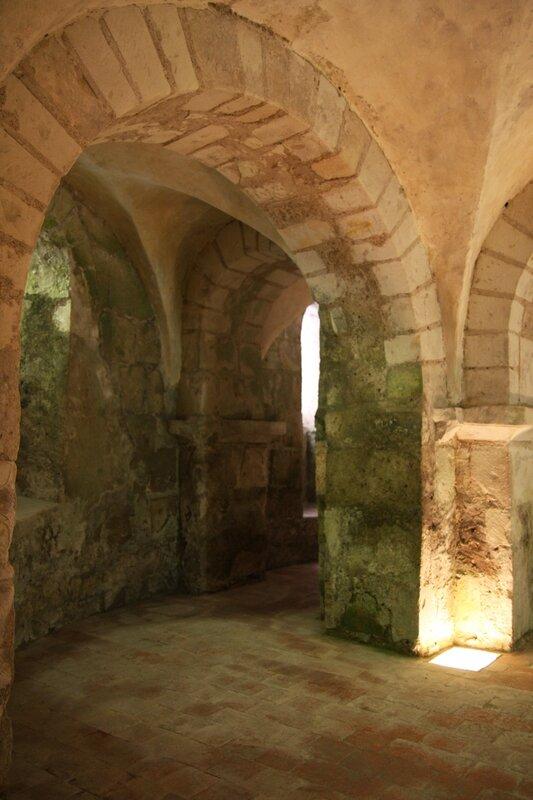 Crypte de la collégiale romane de Léré, XIe siècle