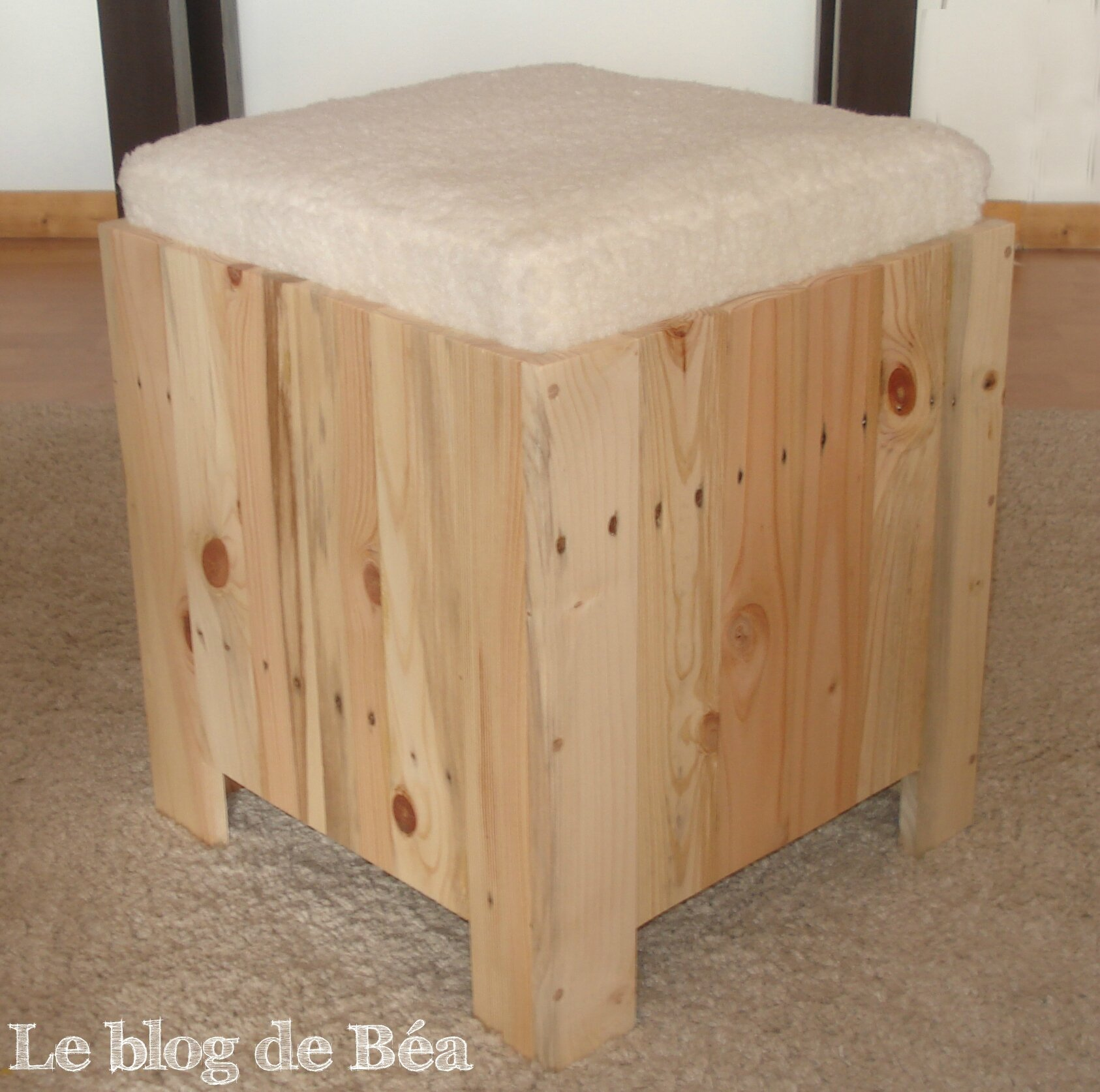 awesome diy astucieux tabouret en bois de palette with fabriquer son bar. Black Bedroom Furniture Sets. Home Design Ideas