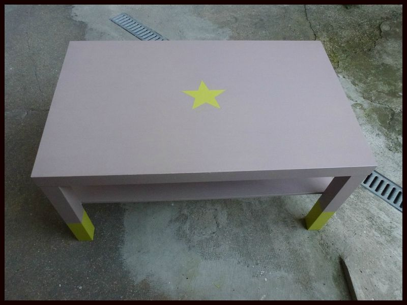 Dit customiser une table ikea mademoizellecoco dans for Peindre une table basse