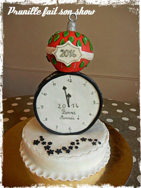 Gateau du Nouvle An - horloge et boule de Noël - pâte à sucre