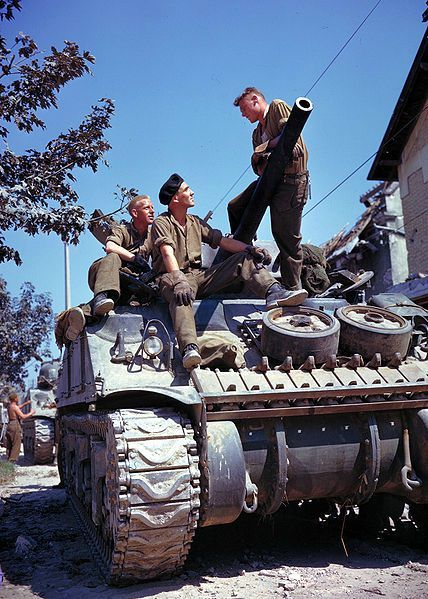 428px-Crew_of_a_Sherman-tank_south_of_Vaucelles