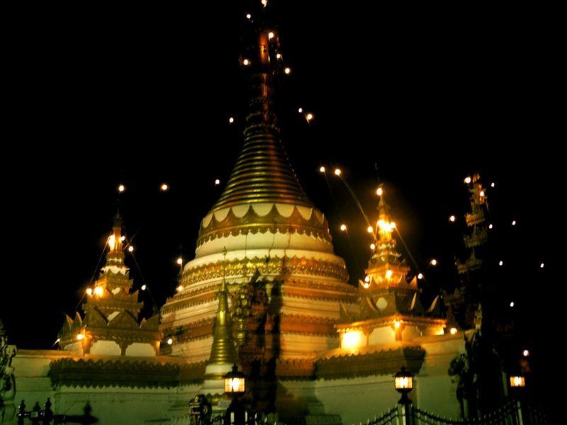 Wat Jongkam Jongklang de nuit