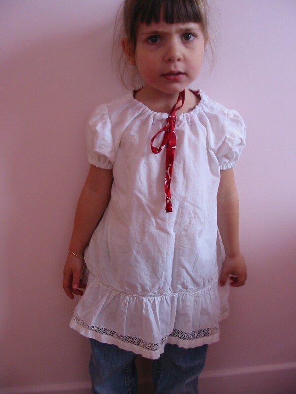 Maud pour la ronde des tuniques, à partir d'une ancienne culotte de grand-mère + tissu imprimé cerises pour le lien