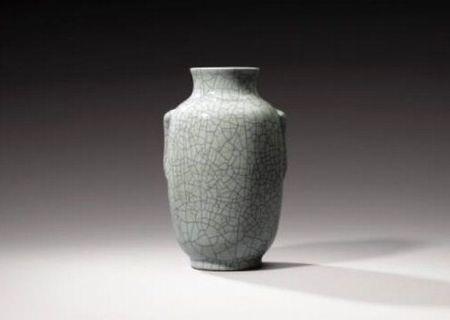 Vase_en_porcelaine___gla_ure_de_type_Ge