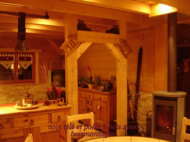 Int rieur chalet 110 1 photo de chalet poteaux poutres for Deco interieur chalet montagne
