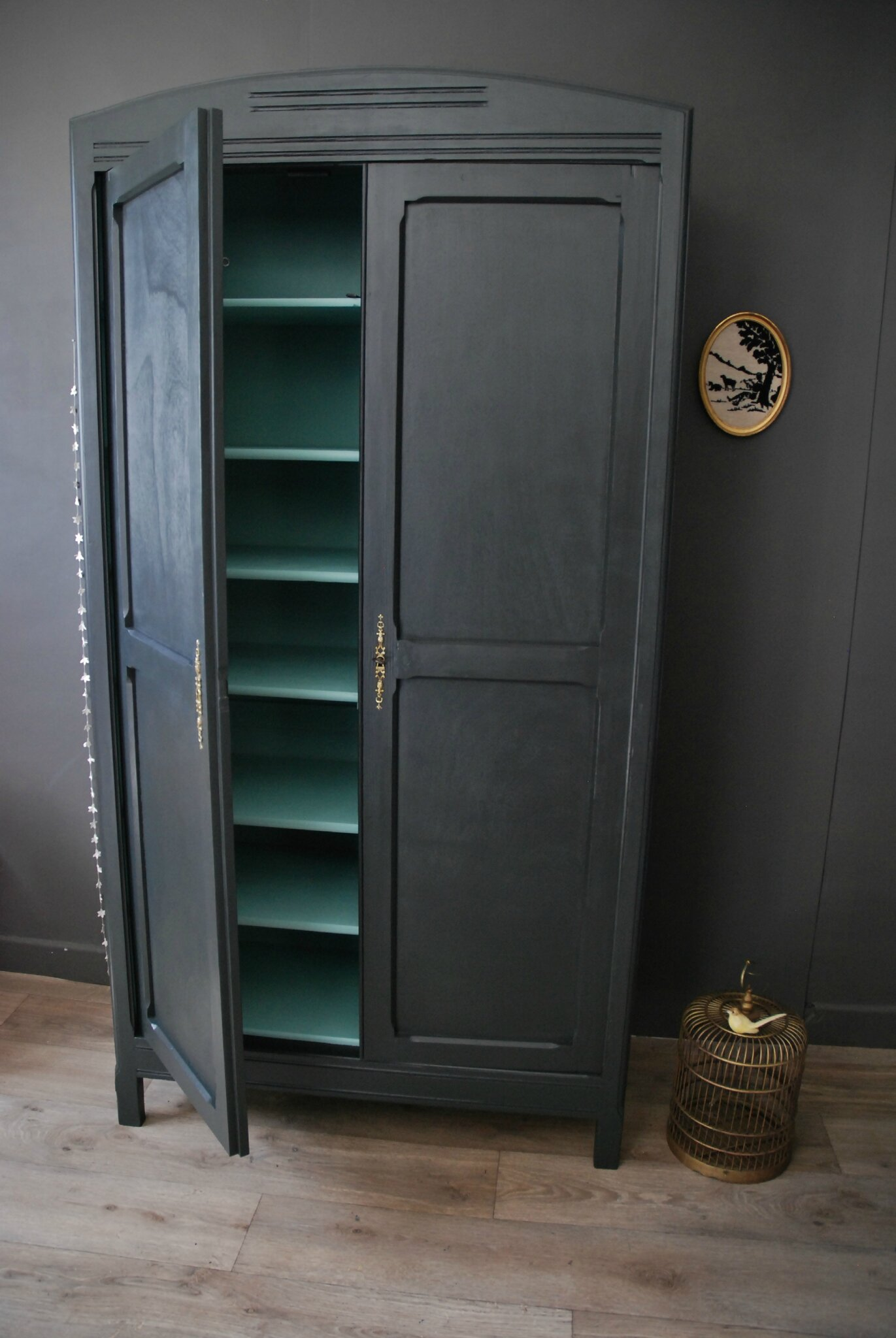 armoire ancienne gris charbon et vert menthe atelier vintage. Black Bedroom Furniture Sets. Home Design Ideas