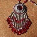 pendentif rouge et argent