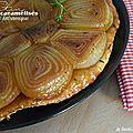 Tatin aux oignons caramélisés au vinaigre balsamique et pâte aux herbes de provence
