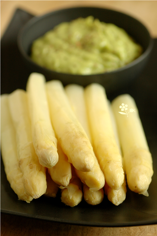 Asperges blanches & sauce asperge-avocat-moutarde ancienne-citron-garam massala