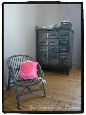 petit fauteuil en osier les enfants du vintage. Black Bedroom Furniture Sets. Home Design Ideas
